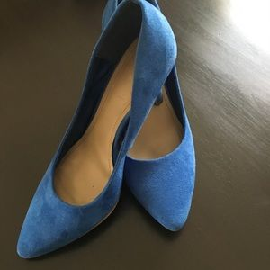 Size 7 H&M Blue pointed toe heels. Super cute!